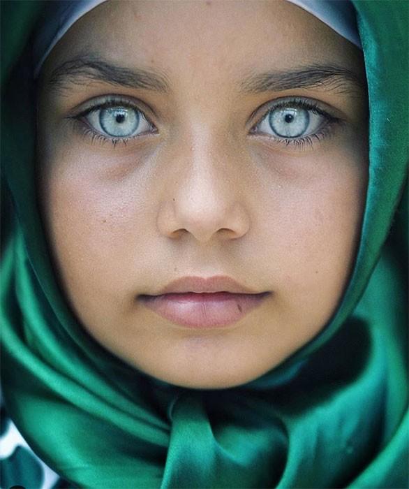 15-neveroyatnyx-fotografij-detskix-glaz-ot-tureckogo-fotografa-vot-uzh-tochno-zerkalo-dushi-13.jpg